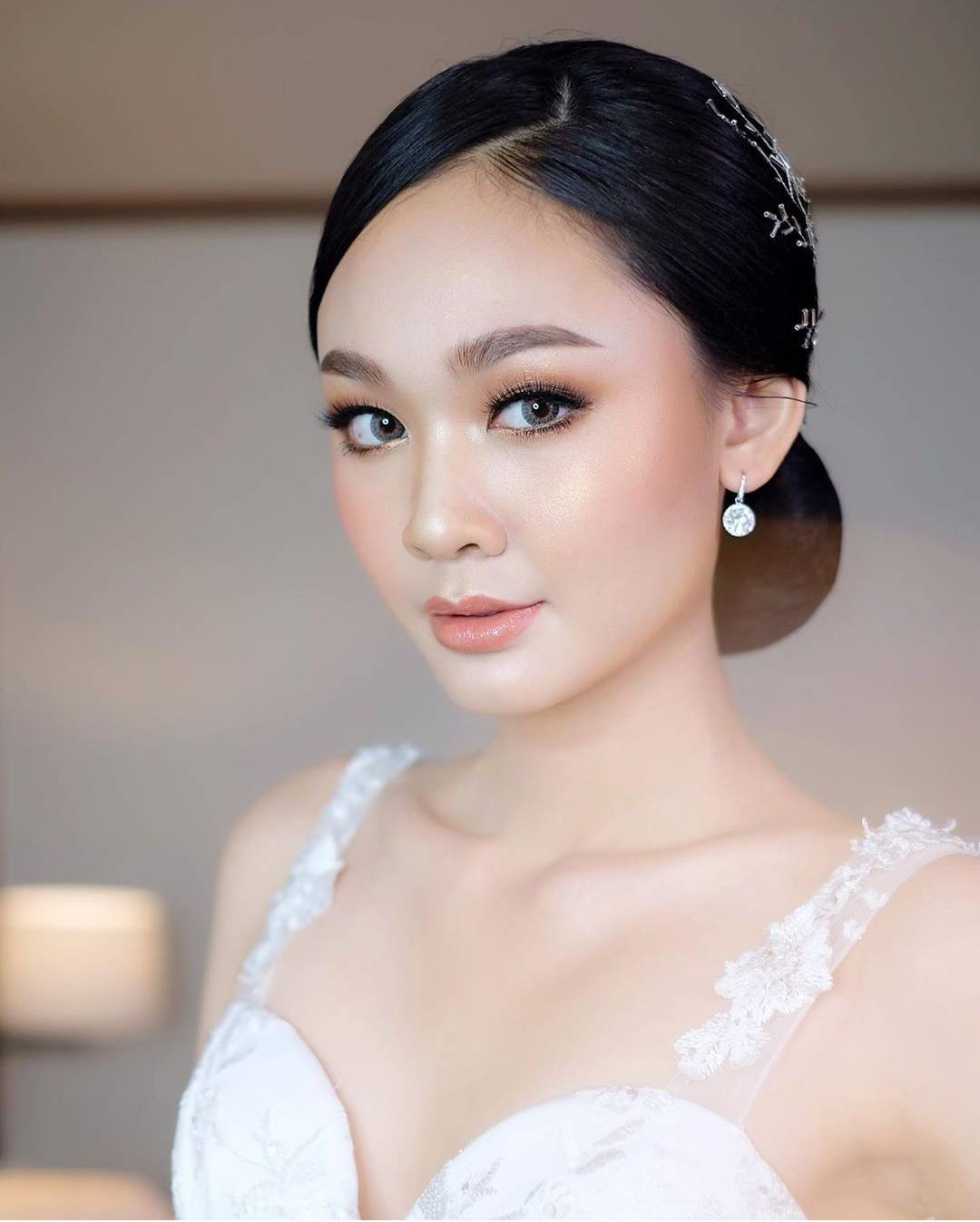 Graduation makeup artist finder thailand